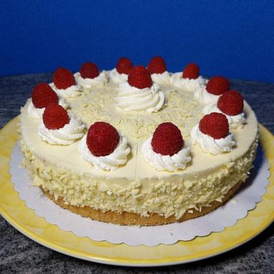 Weiße Mousse au Chocolat Torte mit Himbeerfruchteinlage 1/3