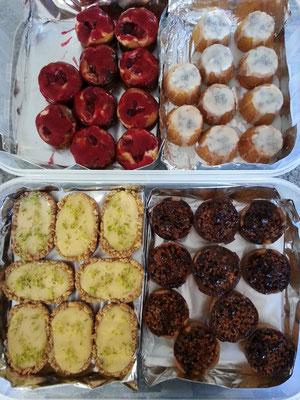 Karamell-Nuss-Törtchen + Mini Lime Pies + Mini Zitronenküchlein + Mini Himbeer-Cheesecakes