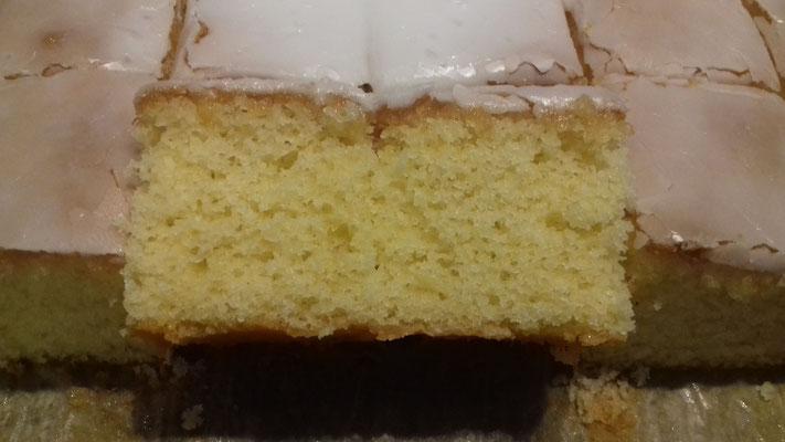 Zitronenkuchen mit Zuckerguß 2/2 (siehe Karpitel Entstehung!)