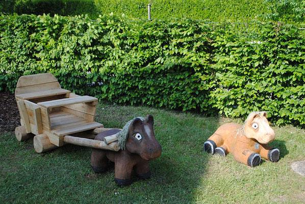 ©ghepetto │ Pferd mit Wagen und liegendes Pferdchen