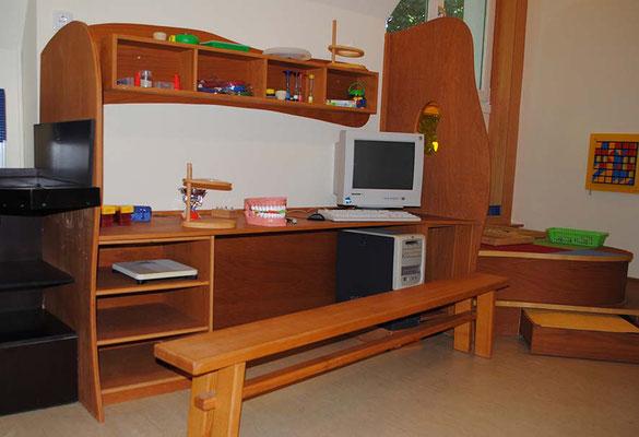 ©ghepetto │ Forscher- und Entdeckerraum - Schreibtisch mit Sitzbank