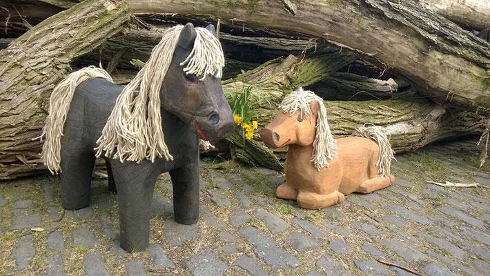©ghepetto │ Pferde stehend und liegend