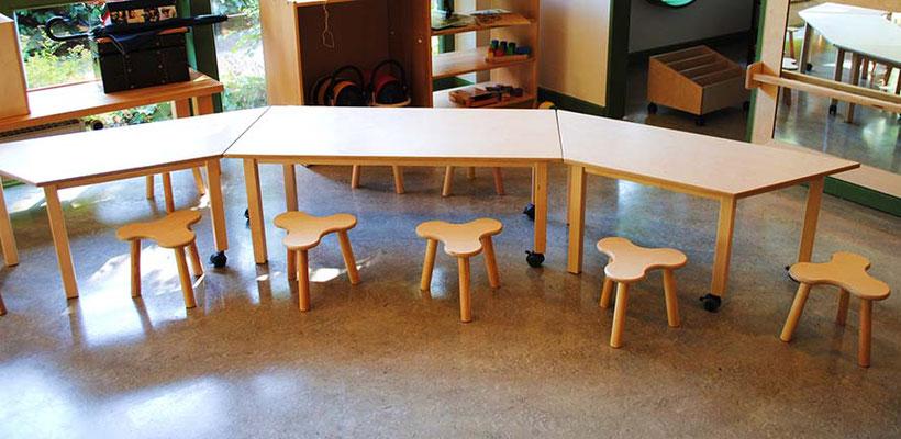 ©ghepetto │ Tische mit 2 Rollen und Kleeblatthockern