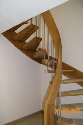 Treppe mit geschwungenem Handlauf