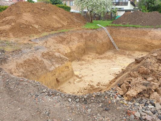 Der Aushub der Baugrube kann nach Bodenanalyse weitergehen