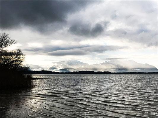 """Der See, tagelang in einem """"Genua-Tief"""" liegend"""