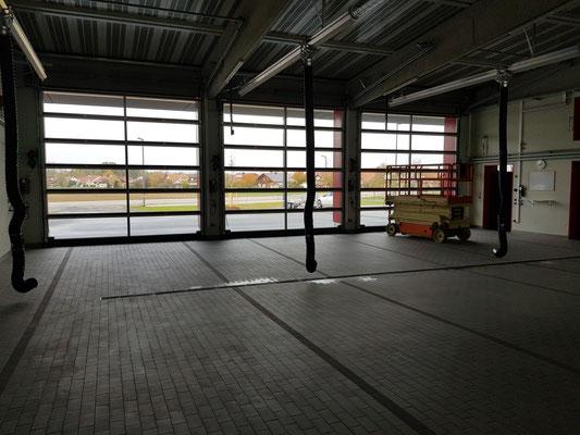 Fahrzeughalle mit 3 Stellplätzen