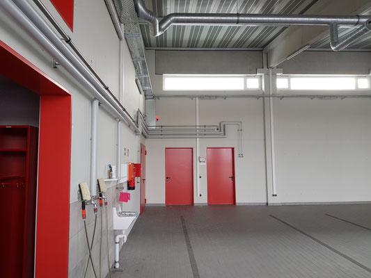 Fahrzeughalle