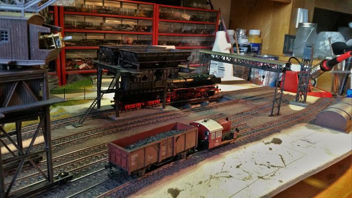 Die Gleise und der Schotter wurden mit Airbrush eingefärbt