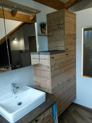 Badezimmerschrank Platzsparend mit Spiegel