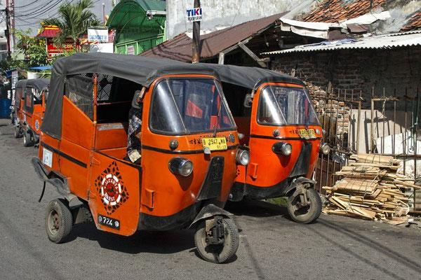 Tuk-Tuks in Jakarta
