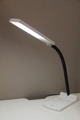 グレアの少ないNEC製LEDデスクライト