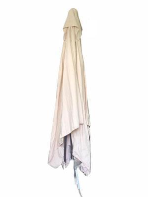 Parasol de 2 mètres sur 3 ou de 3 mètres sur 4. Fabrication italienne.