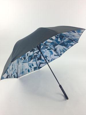 Parapluie avec double toile unie noire à l'extérieur et imprimée sur toute la surface à l'intérieur