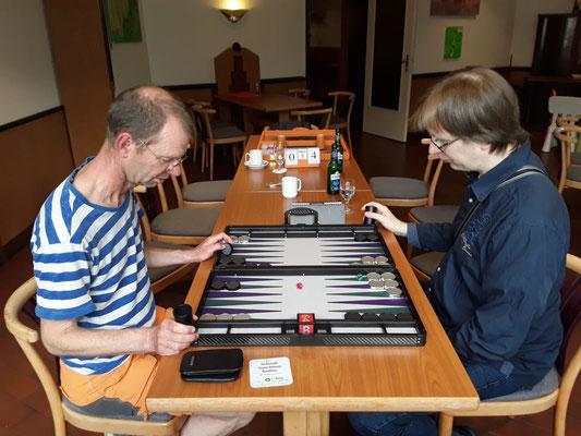 Daniel und Ulf beim 1 Pointer-Stechen für das Viertelfinale, Ulf gewinnt.