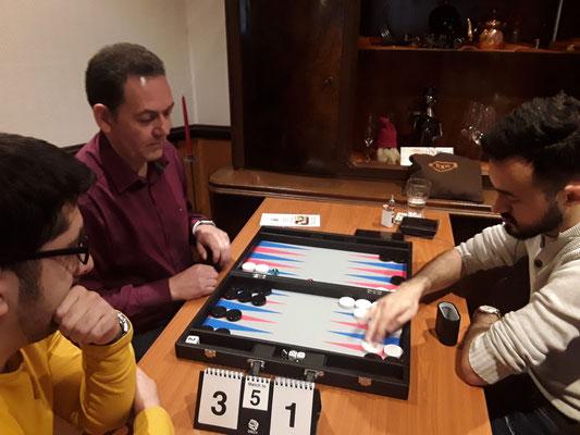 Bahmann spielt gegen Yusuf und Kadir schaurt zu ...