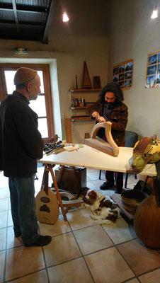 Pierrol à la fabrication d'une harpe