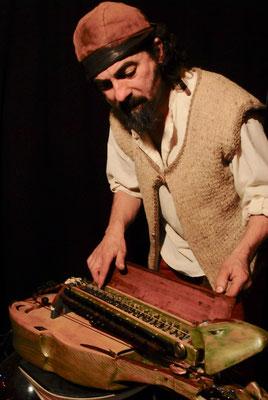 Pierrol et sa vielle à roue