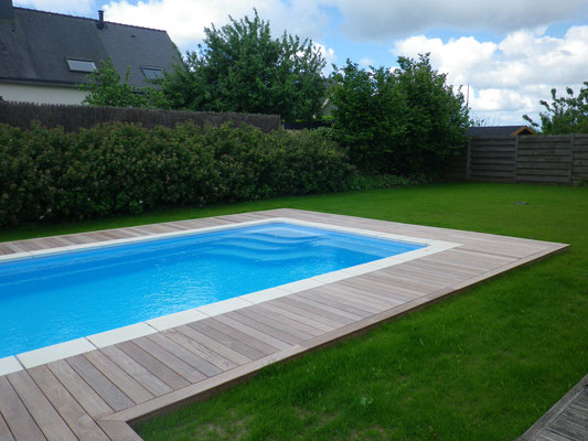 Bois terrasses et entourages piscine france morbihan for Piscine a boule en mousse