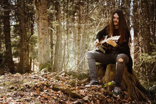 Model Noah Sam, Musiker