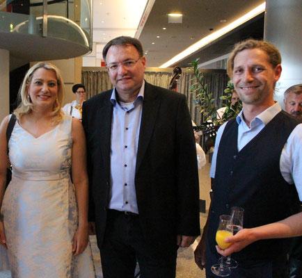 Martin Egger mit der Landesrätin Winkler und dem Eigentümer Pannonia Tower