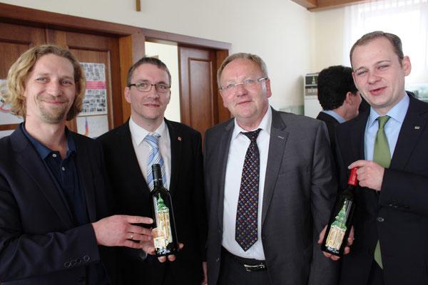 Martin Egger und die Pfarrgemeinderäte Gerhard Strauss, Walter Zorn u. Christian Strommer