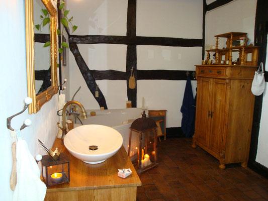 welch romantisches landhaus badezimmer land liebe. Black Bedroom Furniture Sets. Home Design Ideas