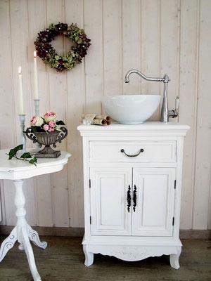 neue landhaus waschtische im vintage look land liebe. Black Bedroom Furniture Sets. Home Design Ideas