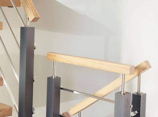 Variante: quadratischer Handlauf und quadratische Segmentpfosten. Handlauf aus Holz