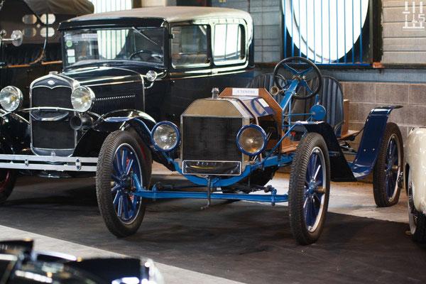 Cette Ford T de 1920 est l'intrus de la lignée.