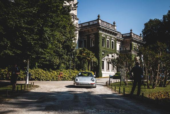Porsche 959 Komfort, estimée entre 925 000 et 1 050 000 euros, elle restera chez son propriétaire.