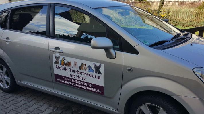 Einsatzfahrzeug der Mobilen Tierbetreuung mit Herz