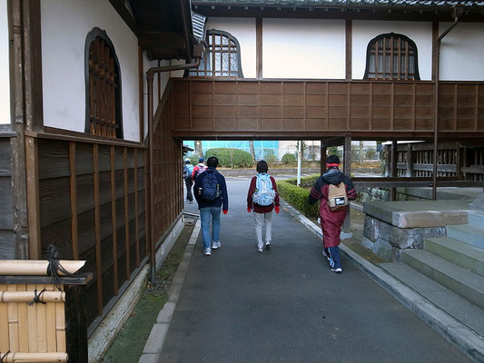 次に寛永寺を抜けます。