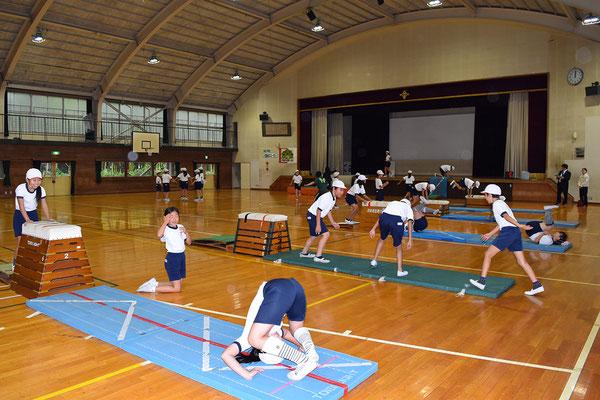 5年生による体育の授業