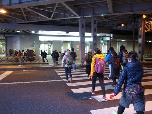 神田駅北口のガード下。