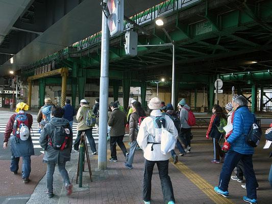 新橋駅へ。