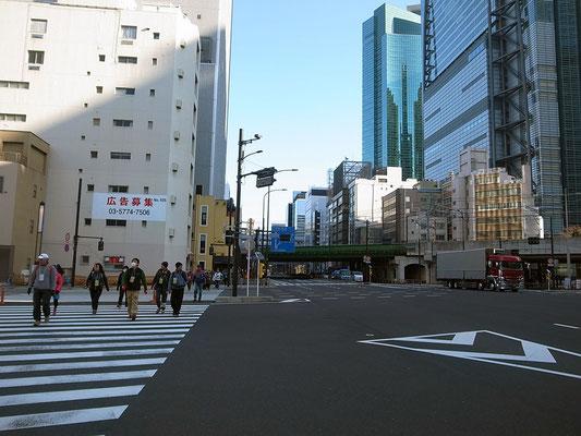 第一京浜を横断。