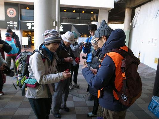 田町駅のチェックポイントでシールをもらう。