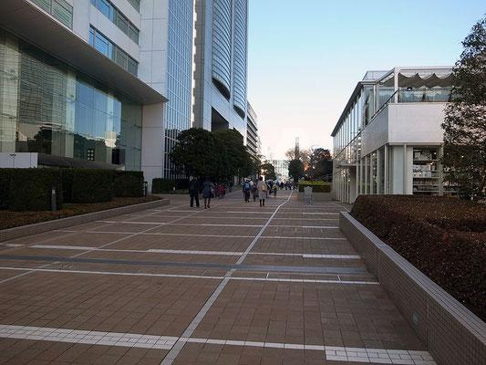 サザンテラスから新宿駅南口へ。