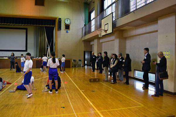 体育の授業(6年生)を見学