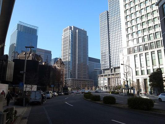 東京駅、丸ビル、KITTEを臨む。