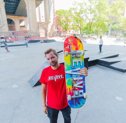 Revive OG Tie Dye Lifeline Deck & OG Red Lifeline Shirt / VMS Distribution Europe