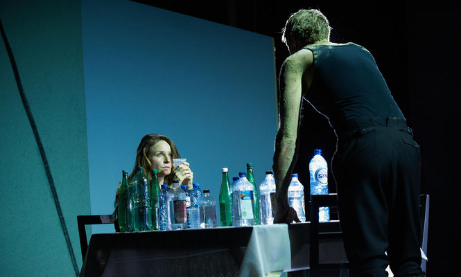 """""""Trommeln in der Nacht"""" von Christopher Rüping  Münchner Kammerspiele  Foto: Hans Kopp"""