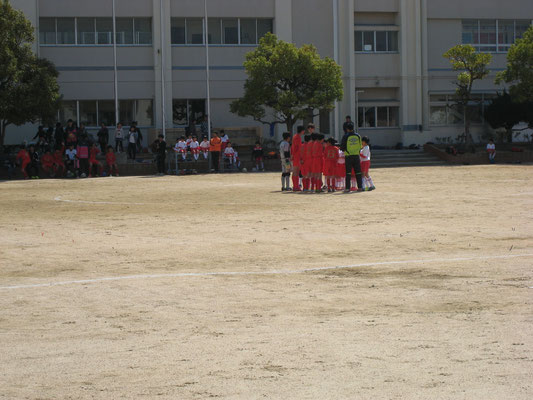 卒団生 VS 3年生チーム <お別れサッカー試合>