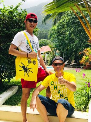 Chat und Martin H. von den Seychellen.