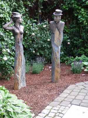 Die Schöne und der Kavalier (Keramik auf Stein)