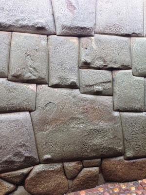 Piedra de los 12 Angulos en Cusco