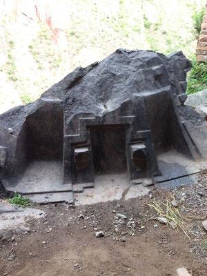 Trono de piedra en Ñaupa Iglesia