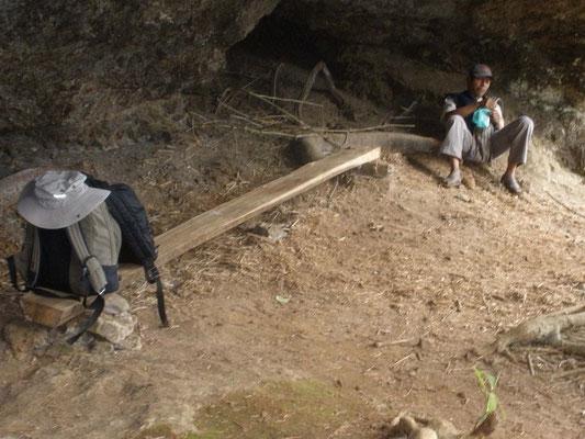 El guia con sus hojas de Coca en el Cerro del Tigre