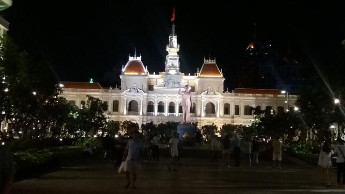 Ayuntamiento de Saigon en la noche